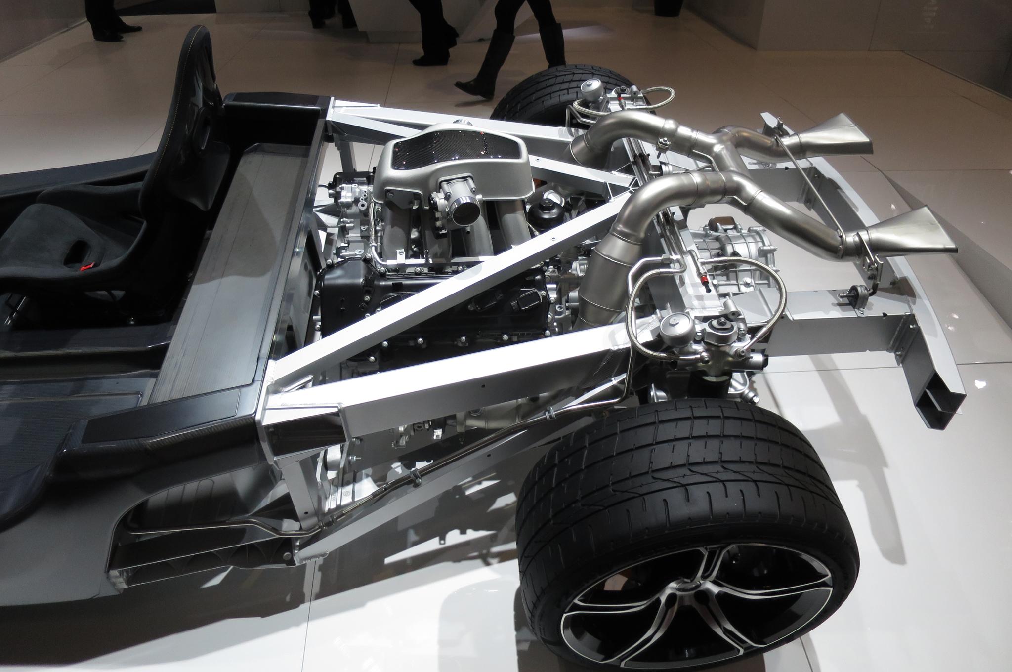 2018 McLaren 650S engine