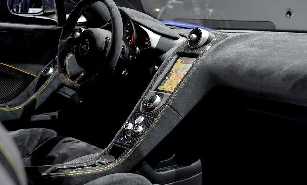 2018 McLaren 650S interior