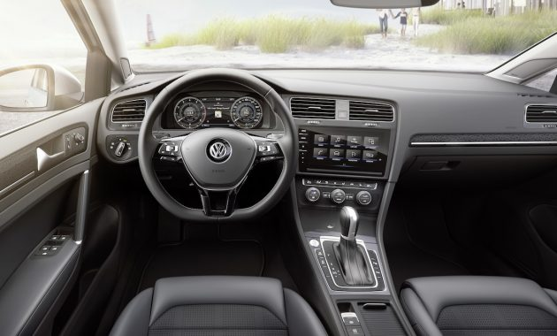2018 Volkswagen Golf interior